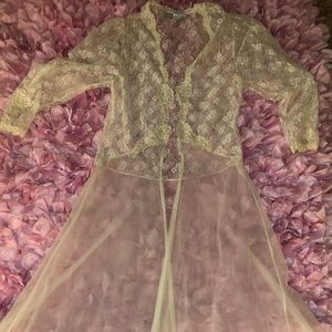 Other - Vtg the Jessica Lynn collection long lace robe